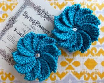 Pair of 10-petal crochet flower clips (Turquoise)