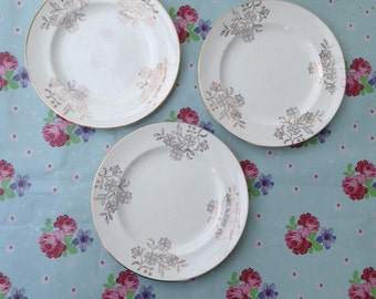 3 gold pattern cream side plates
