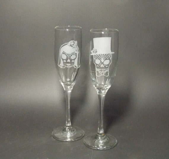 Sugar Skull Bride and Groom Champagne Flute Set - Bridal Champagne Flute Set -Toasting Champagne Flutes - Bridal Glasses -Wedding Glass Set