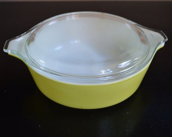 Pyrex 1 pint yellow casserole dish with lid