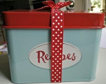 Recipe card tin with 40 delightfully different recipe cards