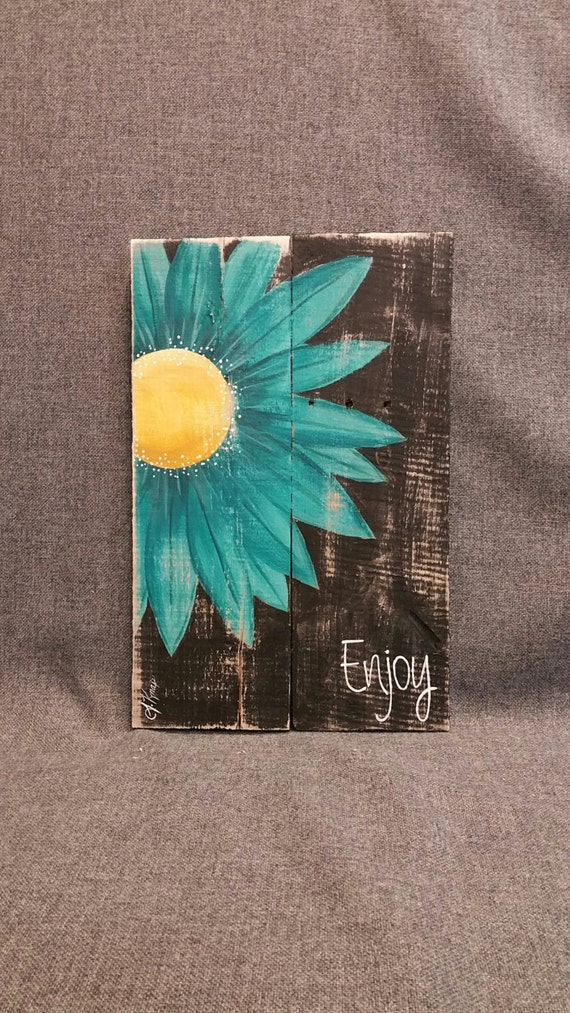 Pallet word sign gerber daisy shabby pallet art distressed for Pallet shabby chic