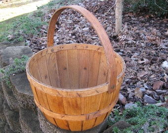 Vintage Apple Basket , Round, with Handle , Connecticut-made