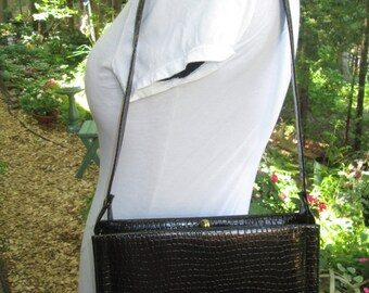Unique vintage faux alligator black Madmen Kelly style handbag. Shoulder top handle or clutch metal zipped inside pocket. Snap top close.