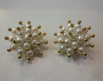 🔝ON SALE🔝Pearls Earrings Clip  Gold Tone Orecchini Perle Costume Jewelry Vintage American Bijoux