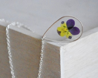 Pressed pensy Drop necklace Crewneck necklace Real pensy Resin pendant Nature Nature pendant Gift idea original violet and yellow flower