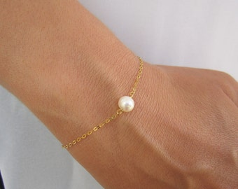 Pearl Bracelet, Bridesmaid Gifts, 14K Gold Bracelet, Dainty Pearl Bracelet Gold, Pearl Bridesmaid Jewelry, Wedding Gift, Maid of Honor Gift