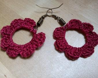 Earrings dangling crochet flowers