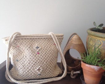 Janey Vintage 70s 1970s macramé purse shoulder bag hippie hippy festival beach bag beaded beach bum stoner bohemian boho style
