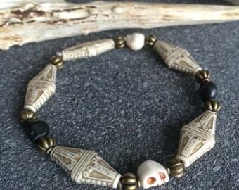 Bracelet Victorian - Gothic skulls - ivory geometric beads