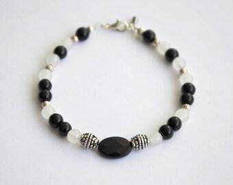 Gem bracelet : black onyx, white jade, tibetan silver. Steel drop charm