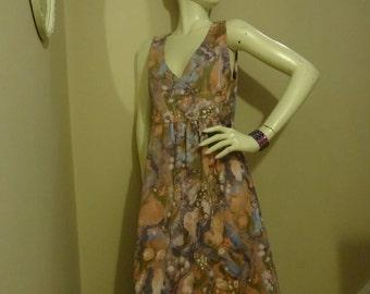 Vintage 1960s pinafore dress. Size 12-14
