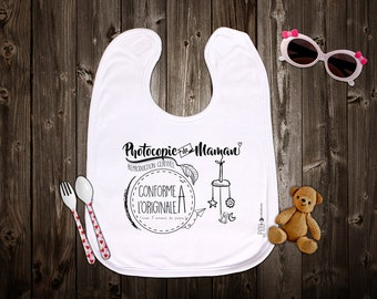"""Mixed original bib customizable """"Photocopy of Mum"""". Birth gift. Baby gift. Text and graphics by Piou creations."""