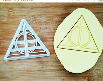 Harry Potter Time Turner Cookie Cutter / Made From Biodegradable Material / Brand New / Party Favor Kids Birthday Baby Shower Cake Topper