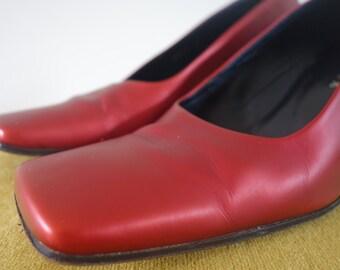 Farrutx - vintage red pumps -