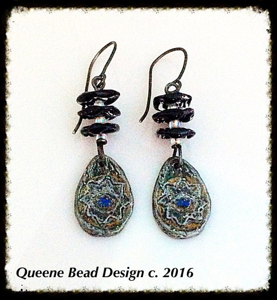 Ruffled Dancer Earrings #queenebead