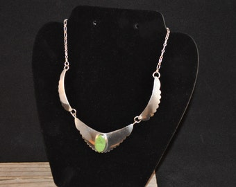 Sterling silver necklace green stone E. Yazzie Navajo jewelry KD1167