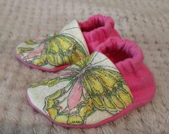0-3 months Green Butterfly Booties