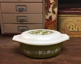 Vintage Pyrex green daisy casserole dish with lid 1.5 quart