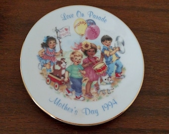 Avon Mother's Day 1994 Plate