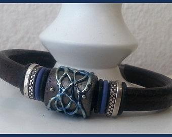 Women black licorice leather bracelet with lampwork bead.