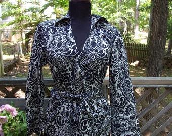 Ann Taylor Black and Cream Damask Wrap Misses Size 4 Cotton Blouse