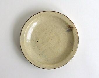 Kohiki Rice Bran Glaze Rim Plate (7 in)/ Takashi Sogo (15005507-N6)