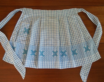Vintage 1950's blue and white apron