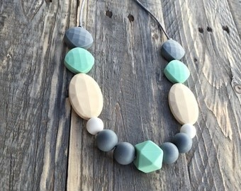 Silicone Beads Teething Necklace / Nursing Necklace for Mom and Baby Shower Gift