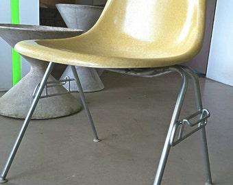 Original Herman Miller side chair Charles Eames fibre chair 1960