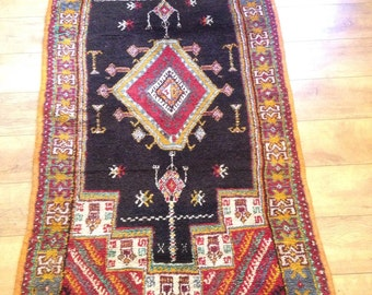 """Traditional Beni Mguild hand knotted Vintage Berber Rug from the High Atlas. Size- 76"""" by 38"""""""