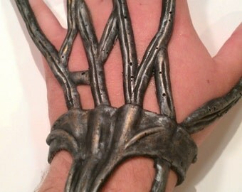 Seven of Nine Borg Hand implants