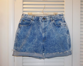 Vintage Chic Jeans Cut Off Shorts Blue Acid Wash Highwaist  USA Made  Waist Measures 34 Inches