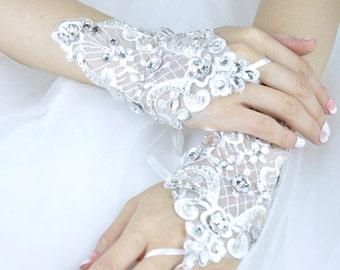 Wedding Gloves, Lace Gloves, Fingerless Gloves, bridal gloves,Bridesmaids Gloves, Bride gloves, Rhinestones Fingerless Gloves, LG16004
