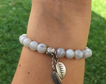 Grey lace agate bracelet w/ leaf charms, natural healing bracelet, meditation bracelet, crystal stretch bracelet, healing stones