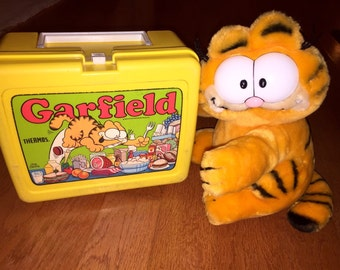 Vintage Garfield Plastic Lunch Box 1978 and Garfield plush toy