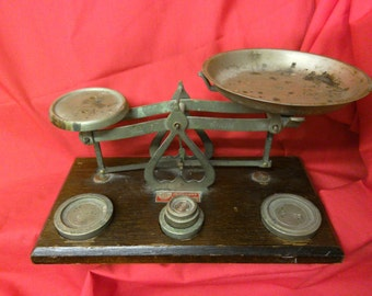 Retro 1950s weighing scales made in England.