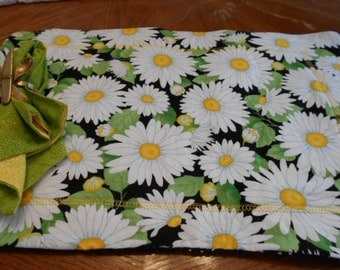 Set of four placemats and napkins