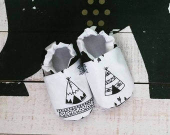 Teepees & Stripes soft sole Itty Bitty baby shoes