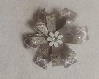 Hairbow, Gray and white  (alligator clip)