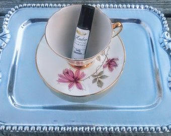 Lady Lavender Tea: lemon, sweet orange, bergamot, eucalyptus, lavender, black pepper, clary sage, ylang ylang and clove blend