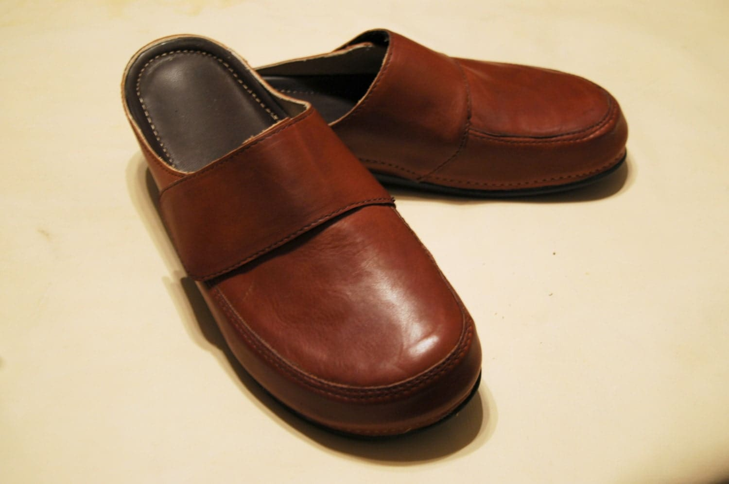 leather shoes leather clogs in brown for comfortable
