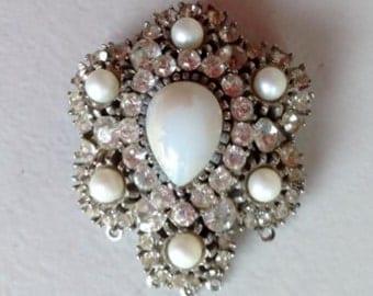 Vintage Brooch or Pendant-White Rhinestone with Pearl like Stones