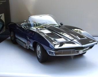 Auto Art 1961 Chevrolet corvette mako shark 1:18 71131