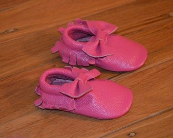 Hot pink baby mocassins with bow