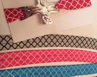 Quatrefoil Elastic Pewter Cross Bracelet