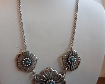 Vintage Silver Toned Necklace With Faux Pearls And Turquoise Colored Cabuchon