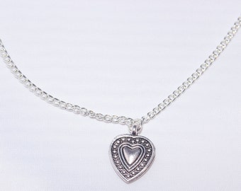 Women's Closed Detailed Heart Vintage Silver Pendant Necklace