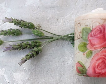 """Candle decorated with the technique of decoupage """"Roses""""."""