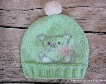 Hand knitted baby hat in mint green with embroidery. Girls Hat, Boys Hat